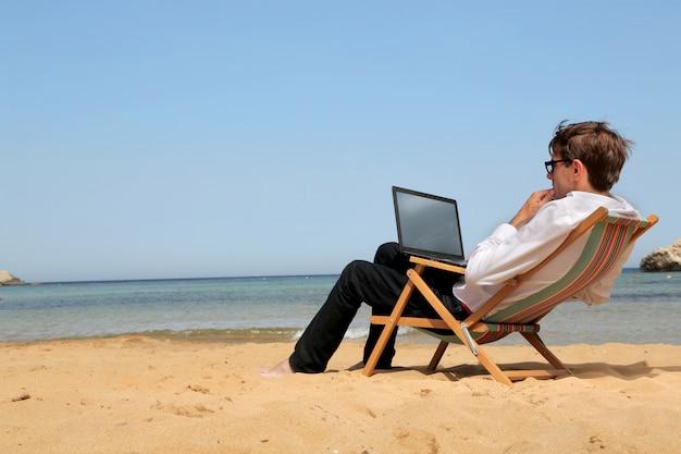 Werken aan een vakantie Premium Foto
