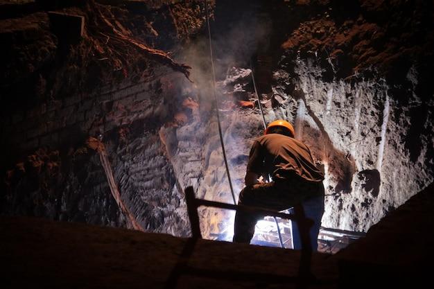 Werken in een grot Gratis Foto