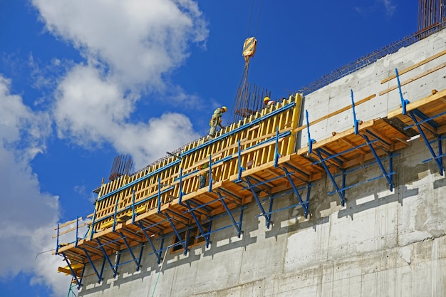 Werknemer het controleren van de structuur Gratis Foto