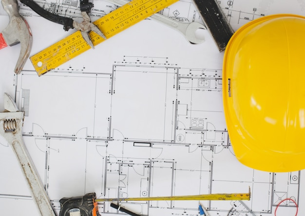 Werkplaats, reparatie. gereedschapset op tafel Gratis Foto