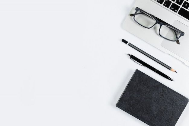 Werktafel bovenaanzicht, platliggend. Premium Foto