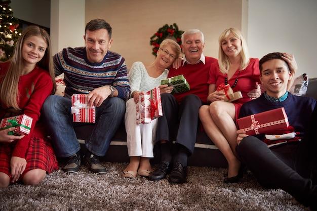 Wij wensen u prettige kerstdagen Gratis Foto