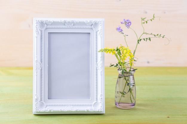 Wilde bloemen in een boeket Premium Foto