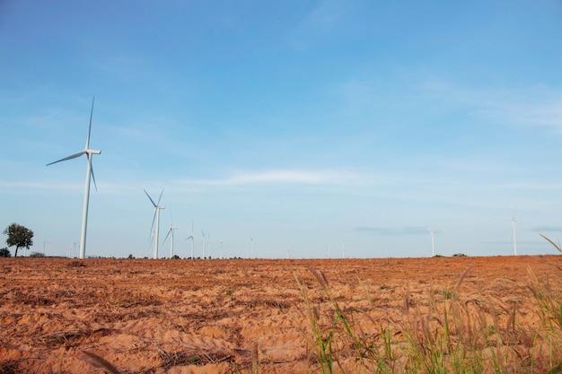 Windmolen met blauwe hemel. Premium Foto