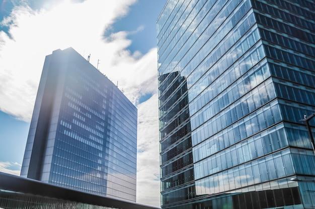 Windows wolkenkrabber kantoor Premium Foto