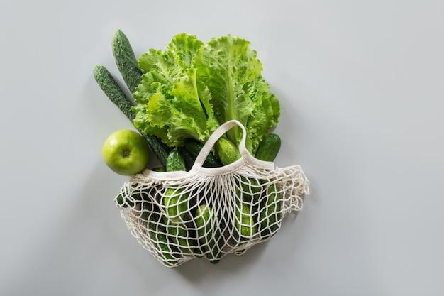 Winkelen textiel tas met groenten en fruit Premium Foto