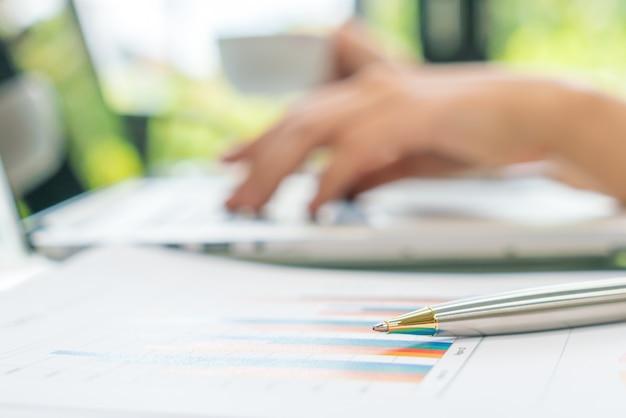 Winst laptop accounting voorraad controle Gratis Foto