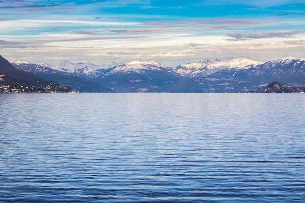 Winteroverzicht aan het lago maggiore Premium Foto