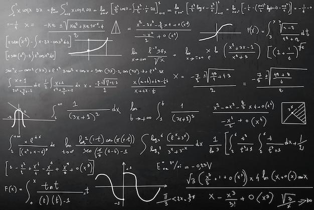 Wiskundige berekeningen op blackboard Premium Foto