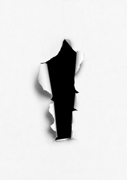 Wit gescheurd papier met zwart gat Premium Foto