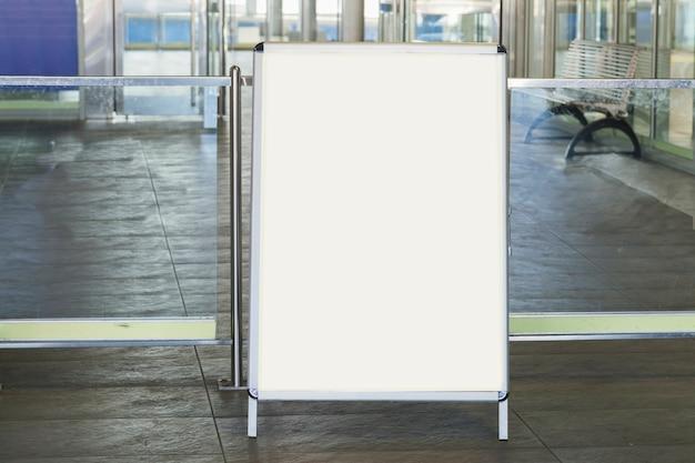 Wit leeg reclamebord voor reclame Gratis Foto