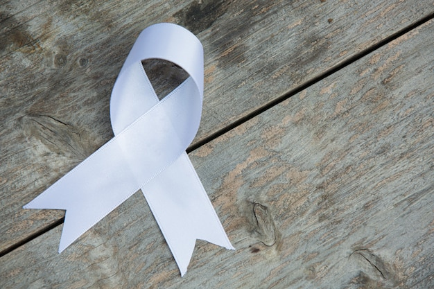 Wit lintsymbool van vrede internationale dag van geweldloosheid. Gratis Foto