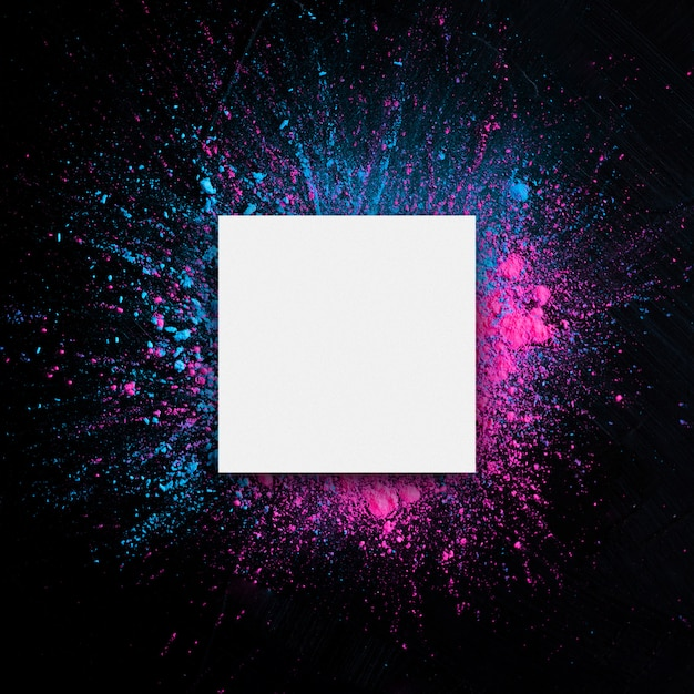 Wit papier met holi-kleurenframe. Gratis Foto