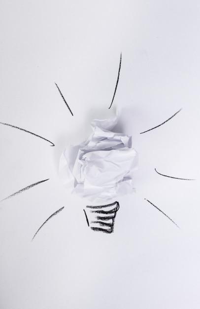 Wit papier op tafel Gratis Foto