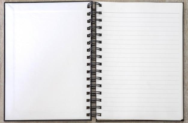 Witte boekmemorandum lege open gestreept Premium Foto