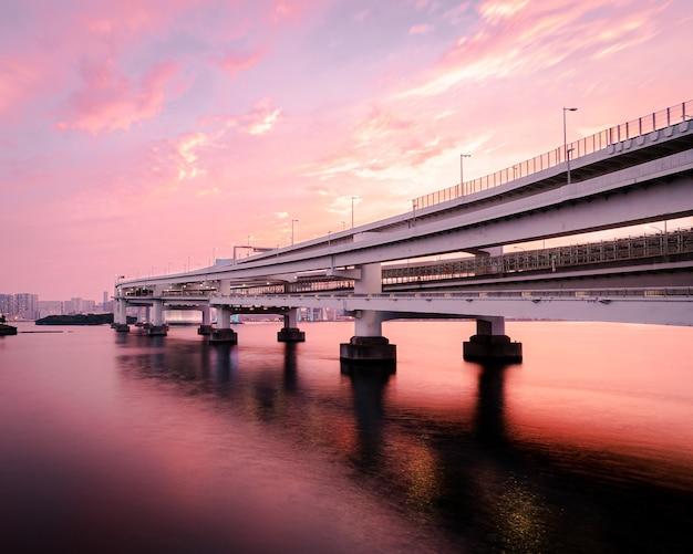 Witte brug over de rivier, odaiba kaihin koen, tokio Gratis Foto