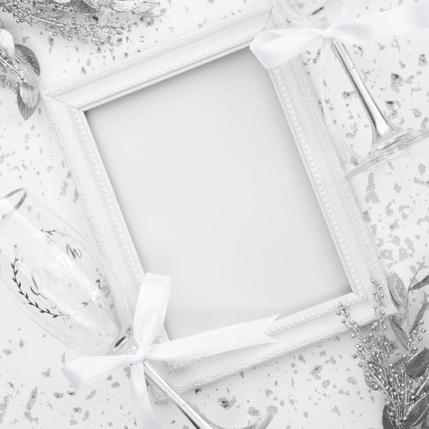 Witte bruiloft frame met decoraties Gratis Foto