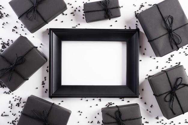Witte fotolijst met zwarte geschenkdoos Premium Foto