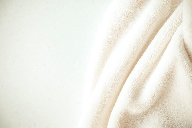 Witte gevoelige zachte achtergrond van pluche stof Premium Foto