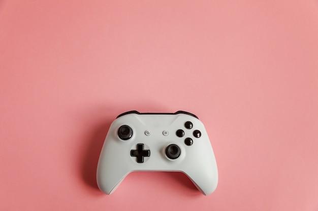 Witte joystick op roze Premium Foto
