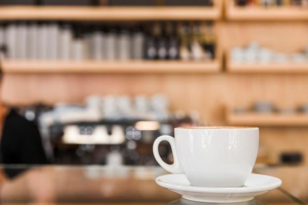 Witte kop koffie in caf� Gratis Foto