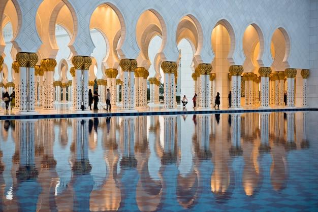 Witte moskee sheikh zayed in abu dhabi Premium Foto