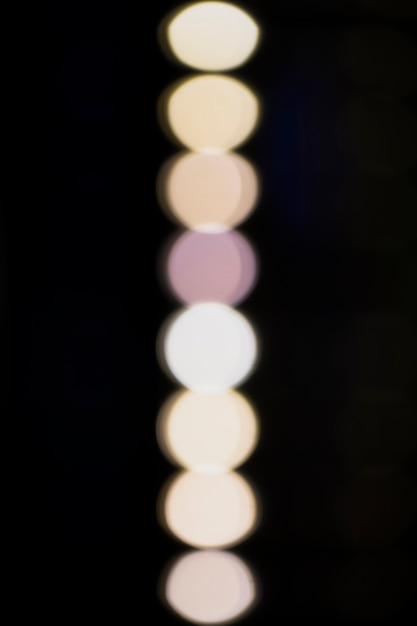 Witte vage lampen op een blackbackground Gratis Foto