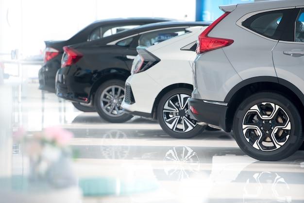Witte vloer voor nieuwe parkeerplaatsen Premium Foto