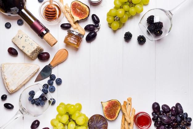 Witte wijn, druivenmost, brood, honing en kaas Premium Foto
