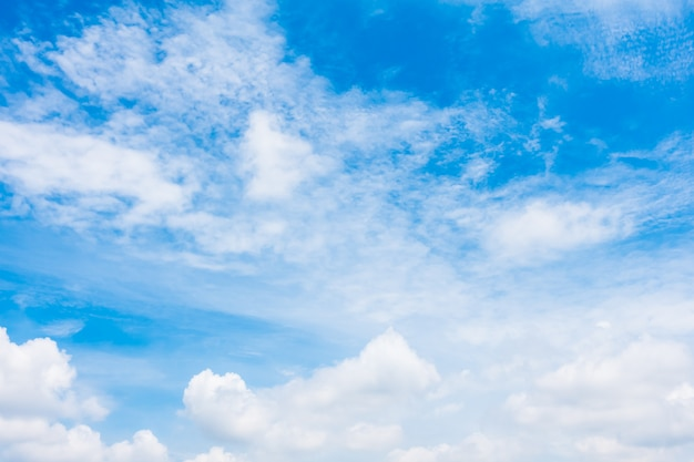 Witte wolk op blauwe hemel Gratis Foto