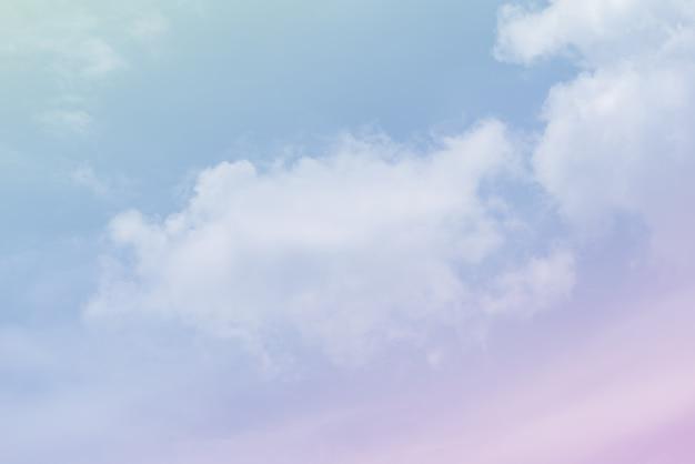 Wolkenhemel met een roze kleur Premium Foto