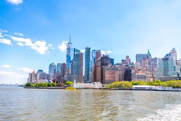 Wolkenkrabbers in lower manhattan, new york in de vs Premium Foto