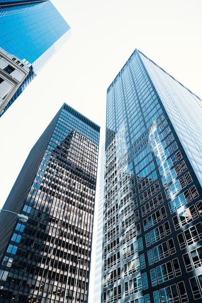 Wolkenkrabbers met glazen gevel Gratis Foto