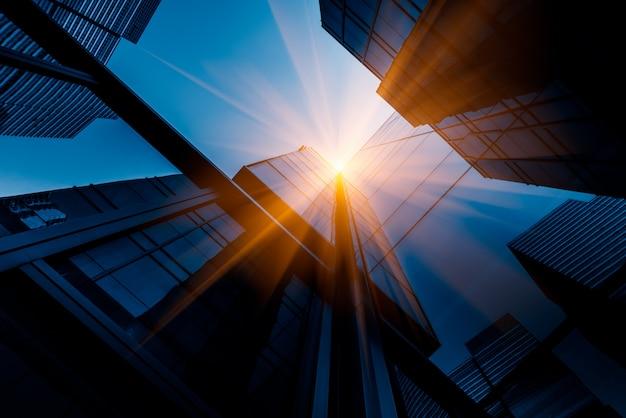 Wolkenkrabbers vanuit een lage hoekstand Gratis Foto