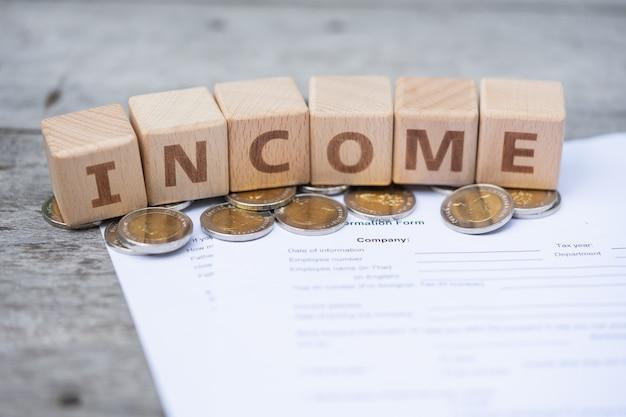 Word blokkeert inkomen op loonlijstinformatie formulier Premium Foto