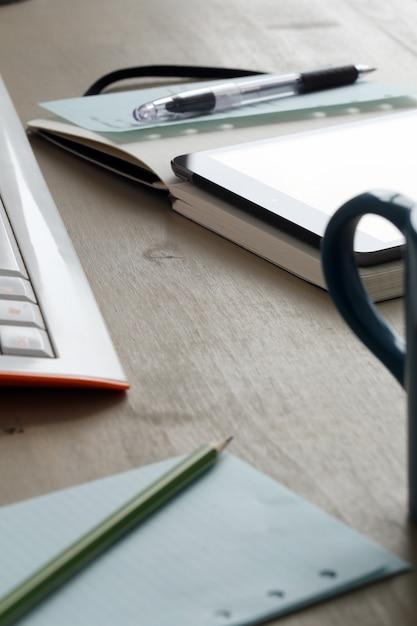 Workspace. objecten op de tafel Gratis Foto