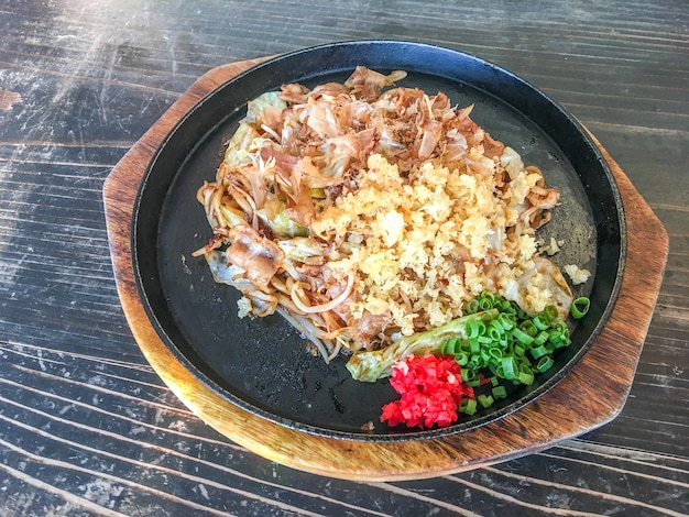 Yakisoba met varkensvlees Gratis Foto