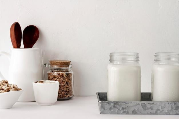 Yoghurtpotten arrangement Gratis Foto