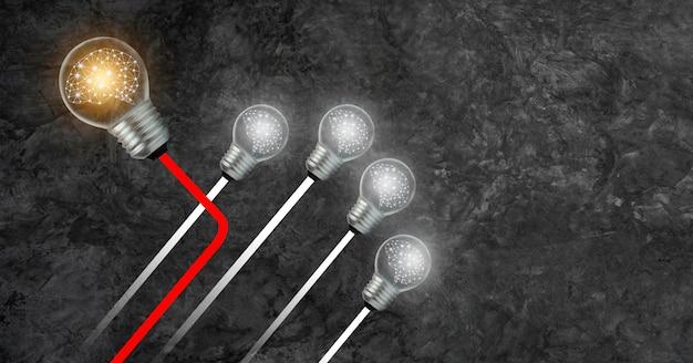 Zakelijke andere richting de lamp met het brein binnenin komt naar voren en er is een andere. Premium Foto