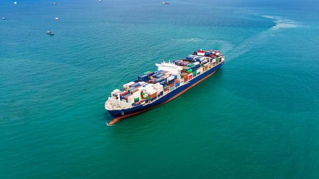 Zakelijke dienstverlening verzending vrachtcontainers import en export transport internationale oceaan schrik Premium Foto