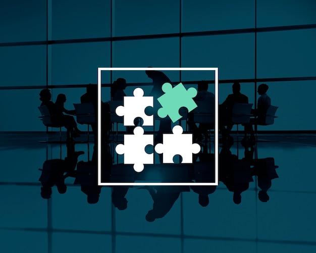 Zakelijke teamwerk silhouetten met puzzelstukjes Gratis Foto