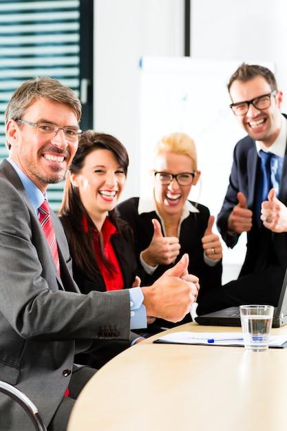 Zaken, ondernemers hebben teamvergadering Premium Foto