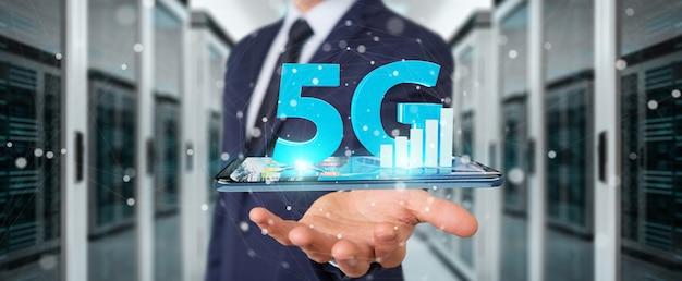 Zakenman die 5g-netwerk met mobiele telefoon gebruiken Premium Foto