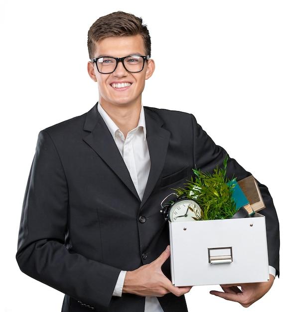 Zakenman die doos met persoonlijke bezittingen Premium Foto