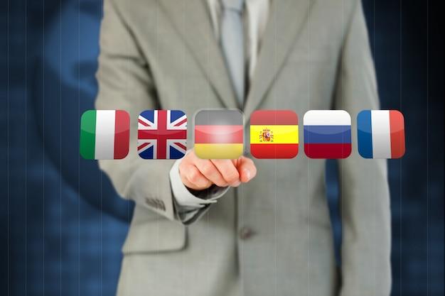 Zakenman die duitse vlag op touchscreen activeren Premium Foto