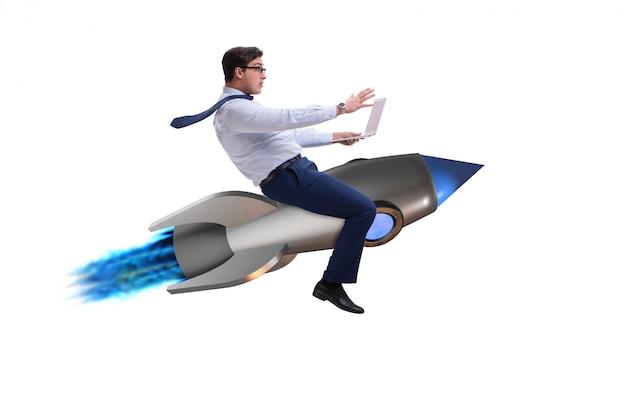 Zakenman die op raket in bedrijfsconcept vliegen Premium Foto