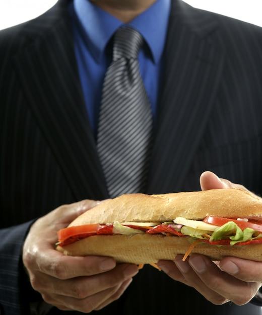 Zakenman die troep snel voedsel eet Premium Foto