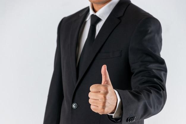 Zakenman toont duim omhoog teken gebaar. Premium Foto