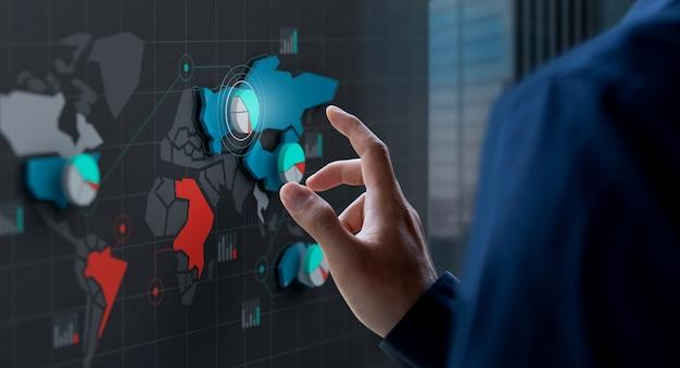 Zakenman touch marktaandeel pictogram op wereldkaartscherm Premium Foto