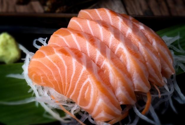 Zalm sashimi japanse stijl gesneden. Premium Foto